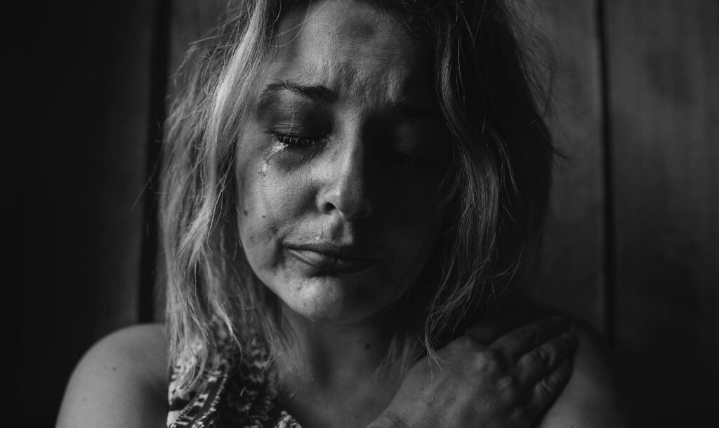 Abused woman crying - signs of an abusive relationship