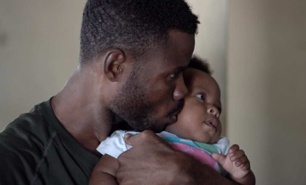 Dad kisses his child - dating a single dad