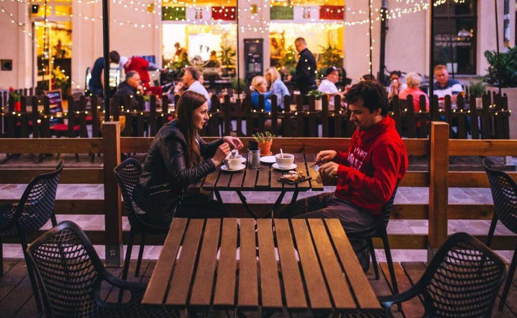 Couple sitting on a date night in cute restaurant - how to ask a girl out over text